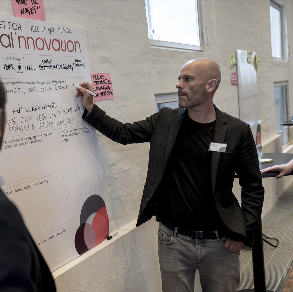 Social Digital - 'Unge med handicap bliver ekskluderet på de sociale medier' v. direktør Kasper Nizam.