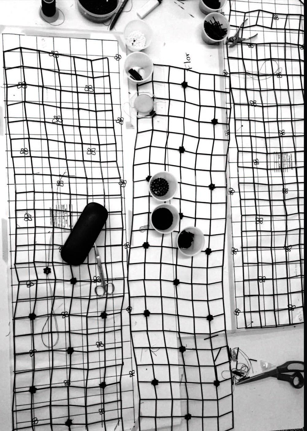 - Graduada de Central Saint Martins 2017C F encuentra belleza entre la interacción que la ciencia y el arte generan en las prendas mediante la estructura, composición y forma en la cual el vestido interactúa con su context. Los diseños reflejan una profunda apreciación por innovación, basada en técnicas sofisticadas de costura las cuales acentúan la estética natural del cuerpo. Generando un espectáculo de elegancia, los diseños de C F posicionan a quienes los visten en el centro y frente de su vida.