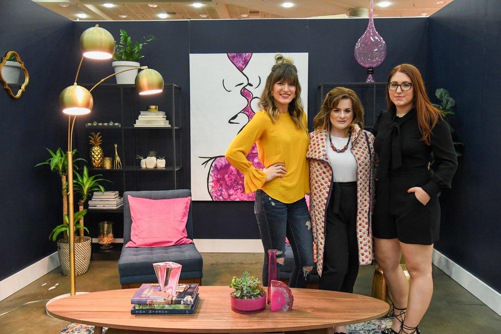 Designer  Sarah Antonieta , Modelas  Carisa Hatfield  and  Taylor Evans .