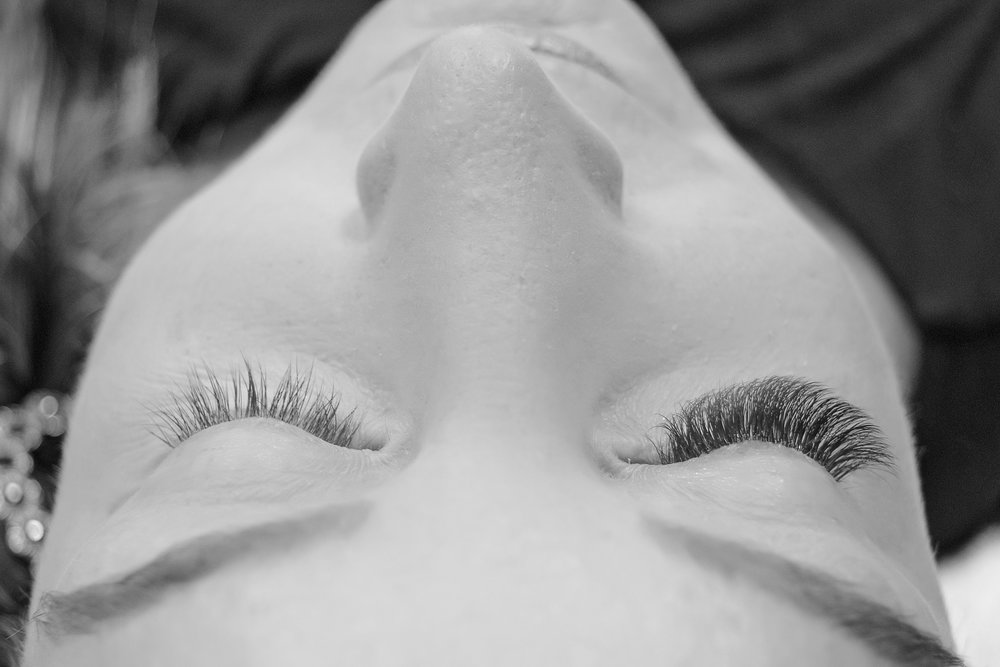 8a0f835fce0 The lashes are semi-permanent eyelashes that last indefinitely with  touch-ups every 2 to 4 weeks. Eyelash extensions are weightless; with a  natural look and ...