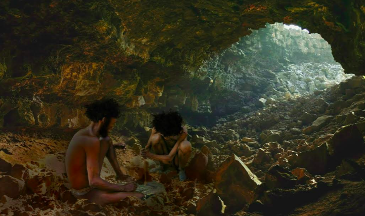 """اتخذ سكان العصر الحجري من الجروف الجبلية مساكن لهم. """"صورة تخيلية"""" لمجموعة تحاول ايقاد النار. الصورة بإذن عبير الباردة"""