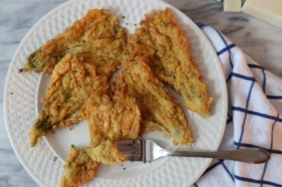 Fried zucchini flowers