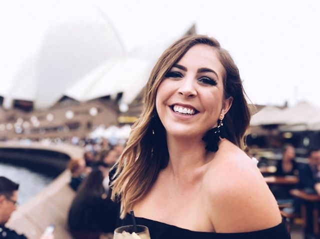 All smiles in front of the Opera House. Take me back! ✈️🇦🇺 📸: @felyirvine ⠀⠀ #sydney #australia #operahouse #birthday