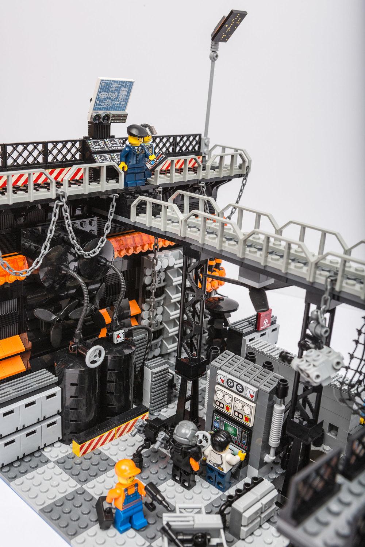 1018_LegoMOC_ThundersuitLaunchbay-7710.jpg