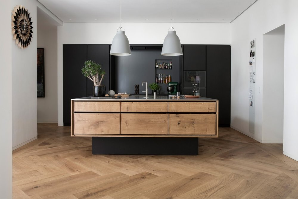 In a herringbone pattern the ends are cut straight and placed in a staggered zigzag pattern. The zigzag adds visual interest and makes the overall design of the kitchen more dynamic.  Photo and oak floor with natural oil finish by Dinesen.