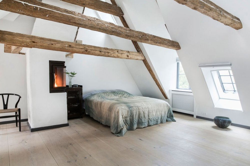 Here the wide oak planks have been lightened with a white oil finish. Together with the straight planks it creates a cool and calm feel perfect for a bedroom.  Photo and floor by Dinesen.