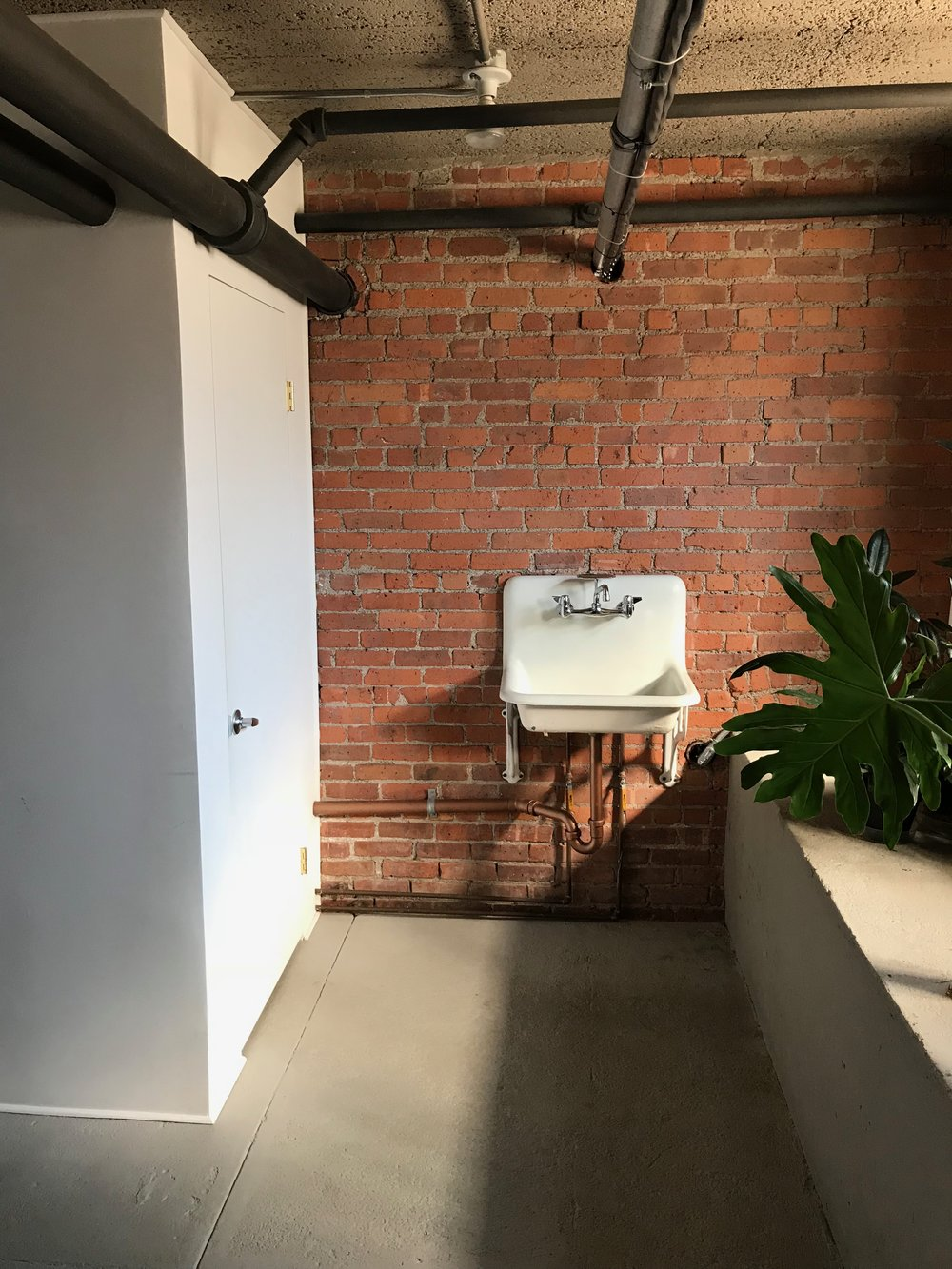 telelphone  building sink.jpg