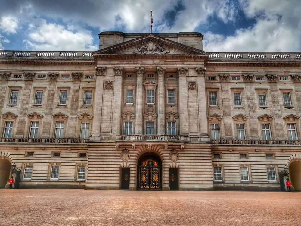 Good Ole Buckingham Palace. Pretty sure I need a crown too! **Notice the little red guys on the edges!! Yeah...this place is BIG!!!