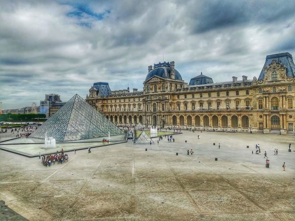 Well, Hello there, Mr. Louvre pyramid!!