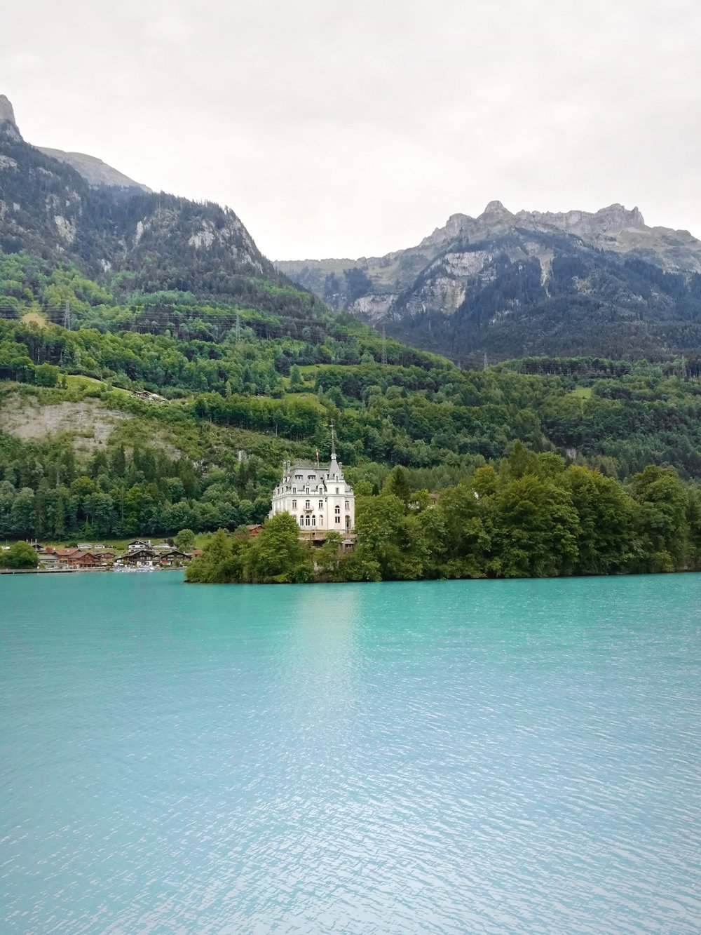 Cruising down lake Brienz