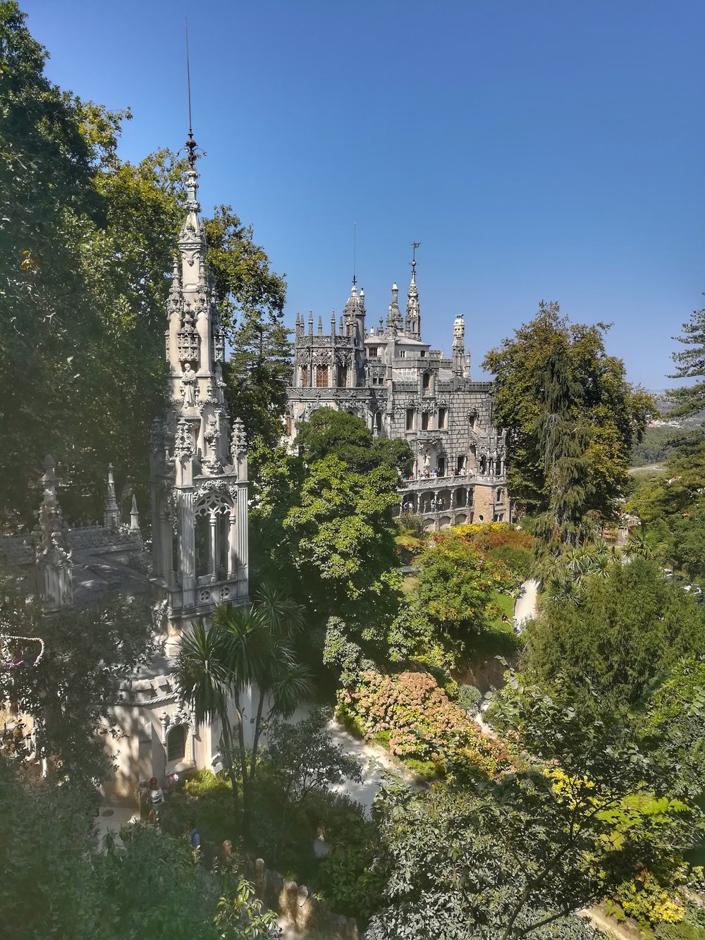 He mansion that vy rich people had built and lived in called Quinta da Regaleira.