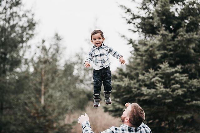 Sweet little Jackson 🌿 • • • • • #candidchildhood #magicofchildhood #childhoodunplugged #thebloomforum #pixel_kids #clickinmoms #thatsdarling #letthekids #letthembelittle #letthemexplore #dearphotographer #ourcandidlife #durhamregionfamilyphotographer #torontofamilyphotographer #michellelinaphotography