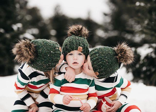 The cuteness! I can't handle it 😍💚❤️💛 • • • • • #candidchildhood #magicofchildhood #childhoodunplugged #thebloomforum #clickinmoms #kidsforreal #pixel_kids #momtogs #stripespotting #thatsdarling #dearphotographer #littleandbrave #childrenofinstagram #letthembelittle #memoirsofmotherhood #tistheseason #michellelinaphotography