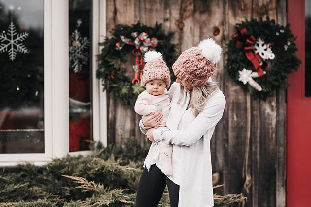 Everly & Momma cuddles 💗 • • • • • #candidchildhood #magicofchildhood #childhoodunplugged #thebloomforum #pixel_kids #clickinmoms #momtogs #dearphotographer #childrenofinstagram #ig_motherhood #thatsdarling #letthembelittle #letthekids #torontophotographer #durhamregionphotographer #michellelinaphotography