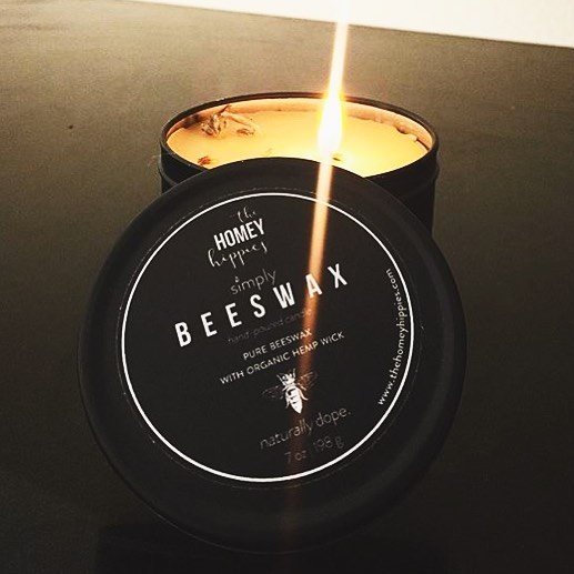 The thing about beeswax candles: they ARE NOT  scented candles. THEY ARE, however, air purifying, toxin removing, sunlight emulating, stress relieving, honey smelling 🐝, long burning, and completely natural. And these  ones are made by your local hippies just trying to help you live a greener life without sacrificing your natural dopeness. #naturallydope #issavibe 📸 @floetry9 ✌🏽