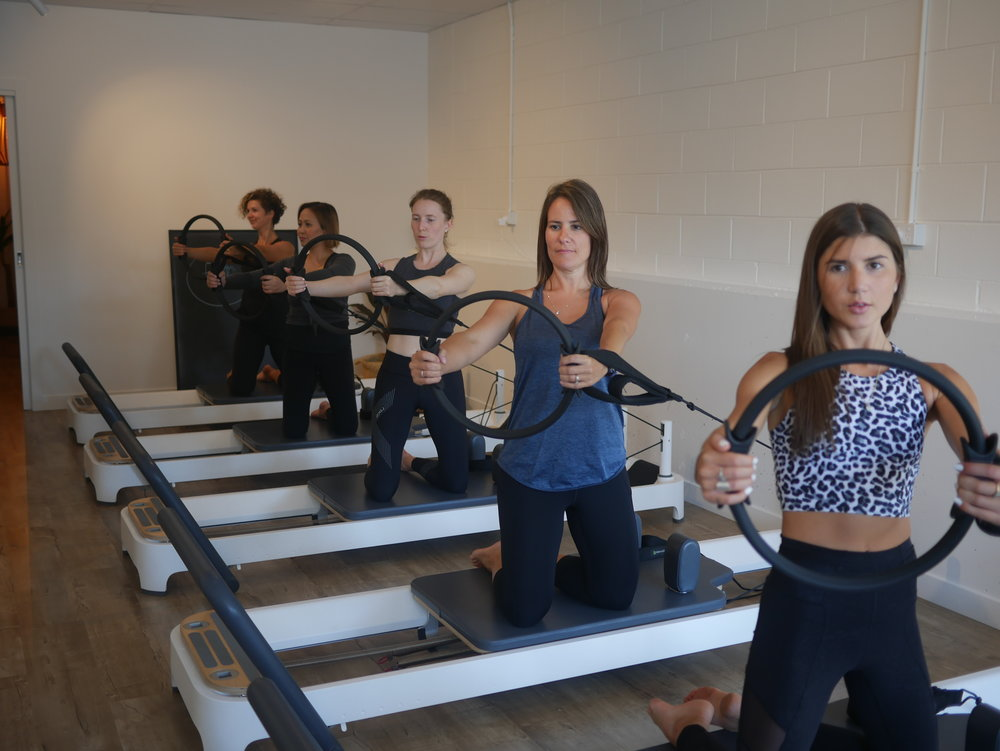 PILATES REFORMER-side arms