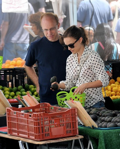 NataliePortman - The Hollywood actress took a break from veganism during her pregnancy in 2011 during her pregnancy as it made her crave a lot of bakery food containing eggs and butter. She's back to it now though: