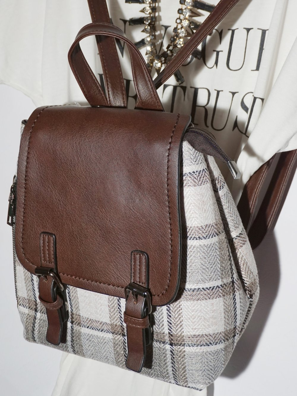 found my match!this bag has a mini zipper on one side for me to put in my extra hair tie, loose change, and mints. -