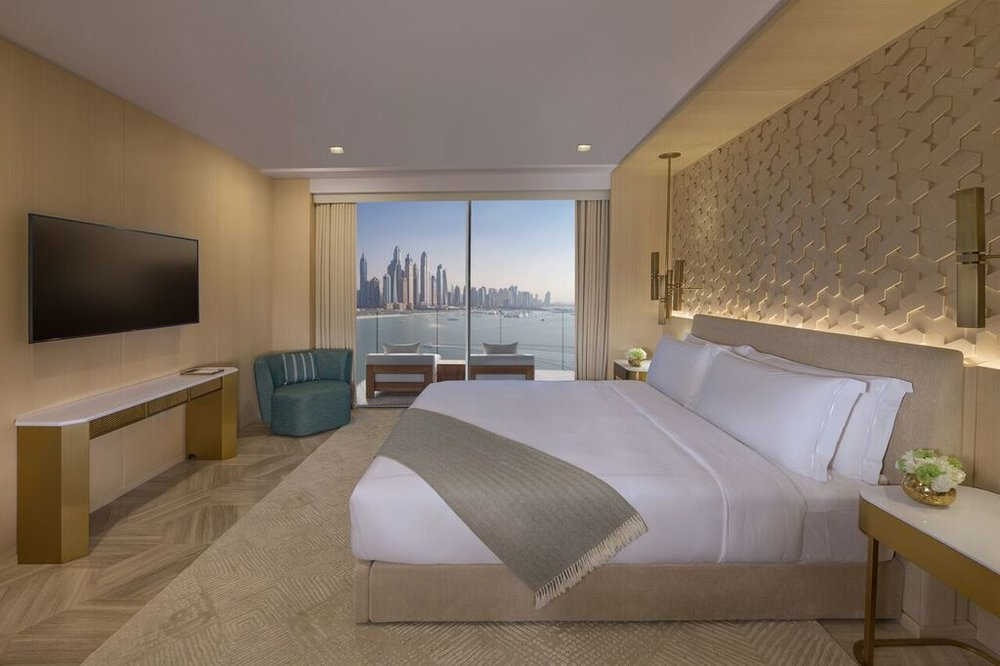 fpjd_room_1_bedroom_suite_bed_marina_view_preview.jpg
