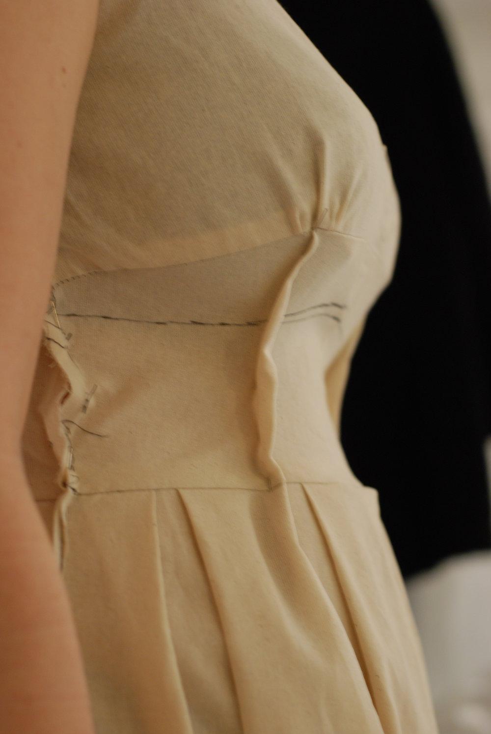 full bust vs. small waist -