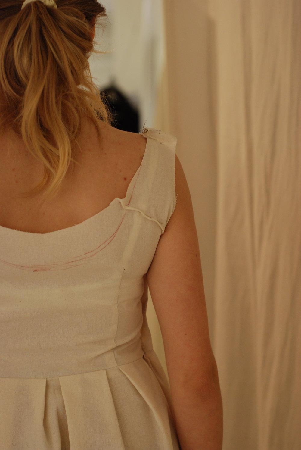 short back /low shoulder -