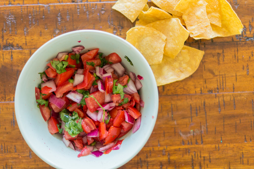 Vegan food, vegan recipes, vegan food blogger, chicago blogger, rorie raimondi, i am rorie, chicago food blog, food blogger recipes, easy to make vegan recipes, whole foods, easy to make pico de gallo, easy pico de gallo, quick pico de gallo, the quickest pico de gallo ever,  pico de gallo, garlic, tomatoes, cilantro, jalapeño, lime, salt , snack, latinamerican food, salsa