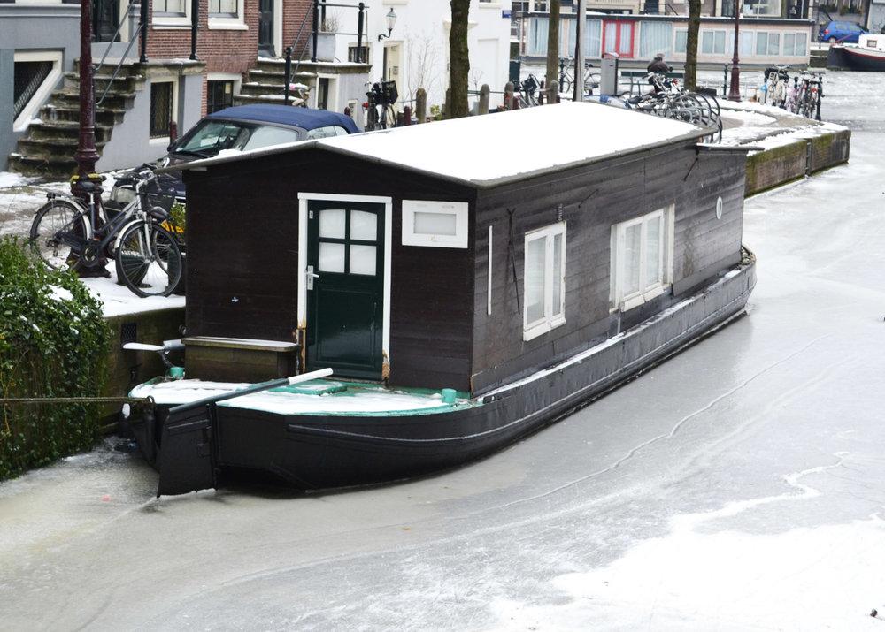 urbanbacklog-amsterdam-canal-houses-2.jpg