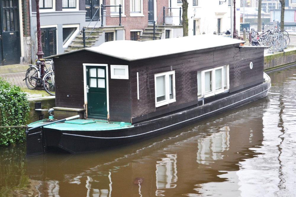 urbanbacklog-amsterdam-canal-houses-1.jpg