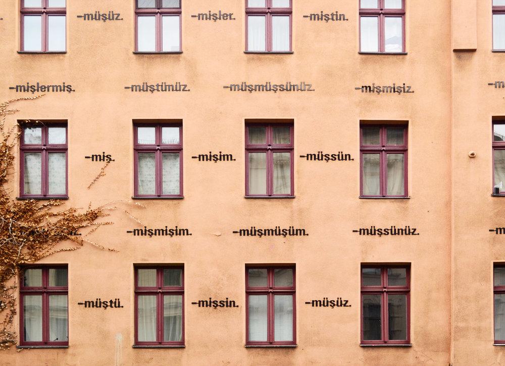 urbanbacklog-berlin-am-haus-ayse-erkmen-1.jpg
