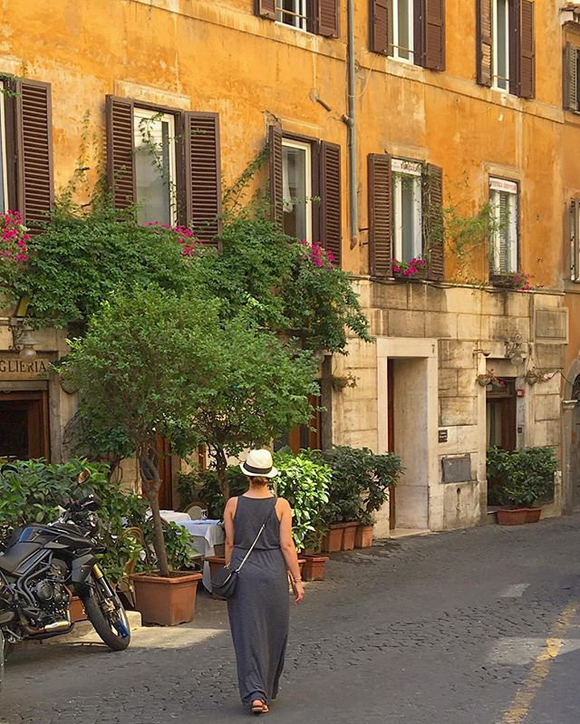 Strolling through the streets of Roma.