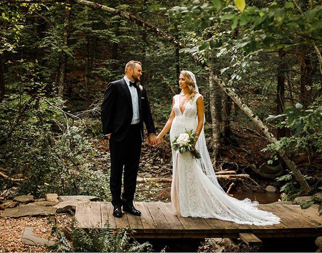 Glam retro inspired hair & a Juliet veil, this stunning bride has so much style. 🔥 🔥 🔥 📷 @jimmychuphotography . . . #catskillswedding #fullmoonresort #upstatenewyork #julietcapveil #retrohair #bridalinspo #weddinginspo #detroithairstylist #detroitmakeupartist #airbrushedmakeup #newyorkbride #newyorkwedding