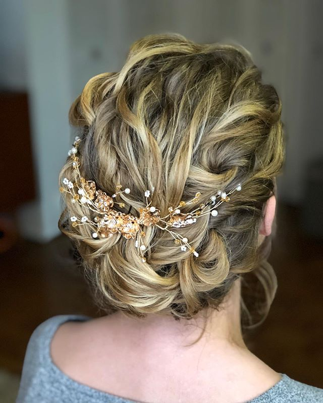 I love working with a clients natural curl! Sneak peak into yesterday's bridal trial. ❤️ if you love a textured romantic updo. . . . . #updo #bridalhair #bridalupdo #blondehair #detroithairstylist #detroitwedding #bridalinspo #curlyhair #curlyupdo