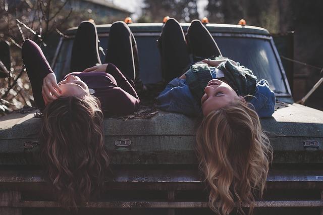 girls-1209321_640.jpg
