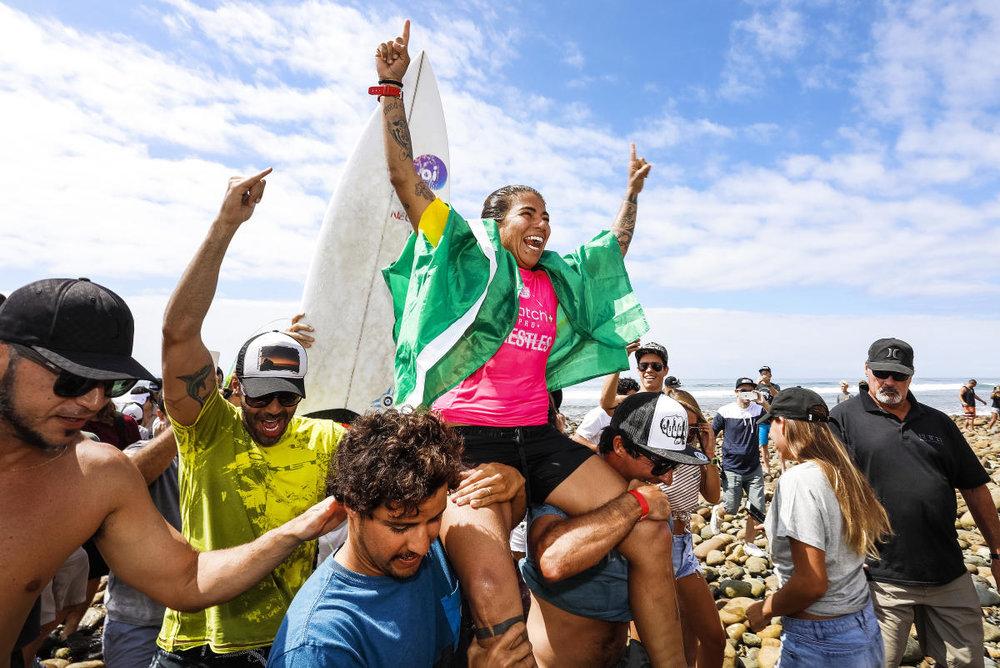 Vai Sil! A brasileira comemora o primeiro título brasileiro em Trestles...até então.