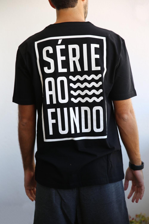 Camiseta Preta Masculina - Costas.jpg
