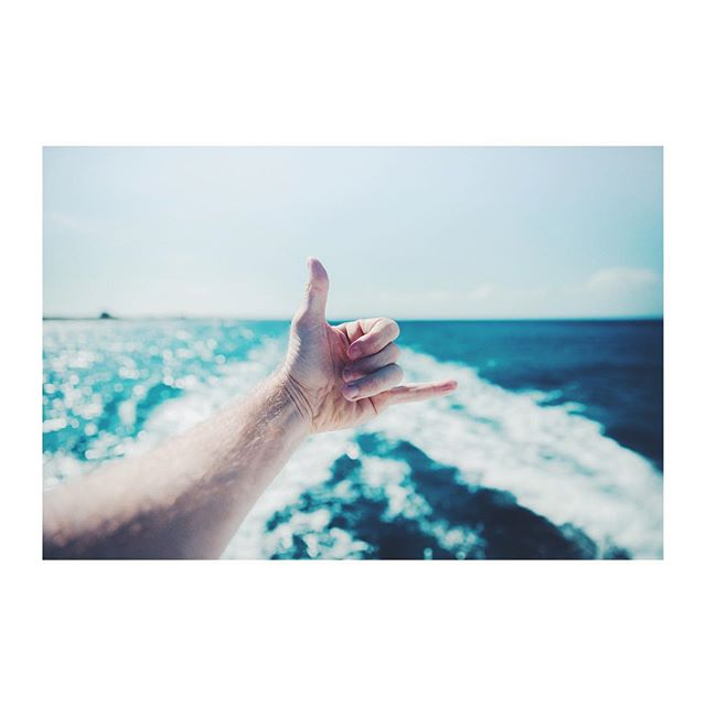 """Here's to having an excellent adventure, and may the stopping never start"" - Jason Mraz . . . #sea #sky #adventure #liberty #freedom #cheers #rad #boat #cartepostale #mraz #sunshine"