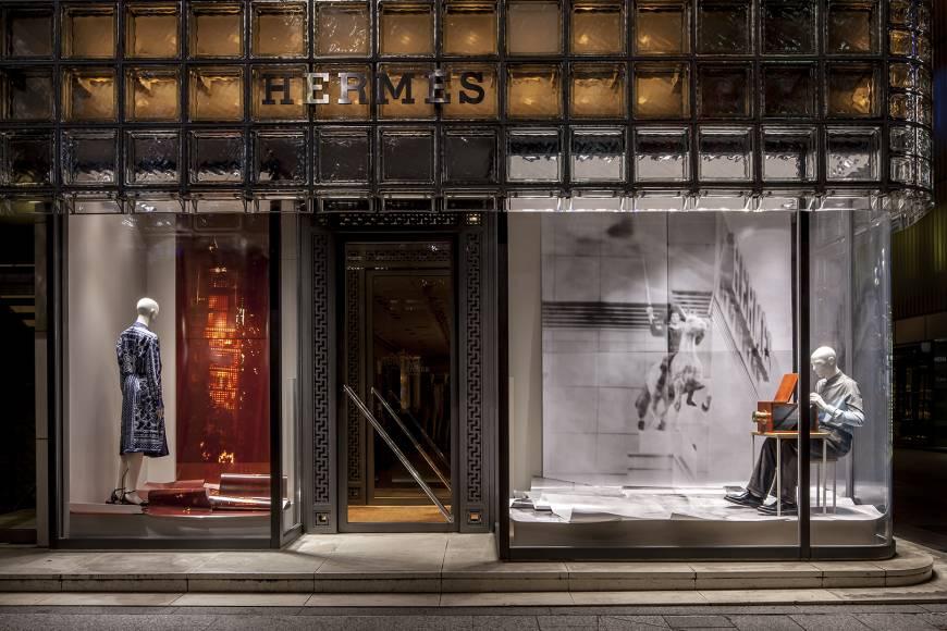 Looking in: Takashi Homma's 'Camera Obscura Study' Hermes window display. | © SATOSHI ASAKAWA / COURTESY OF HERMES JAPON -https://bit.ly/2uPyyKO