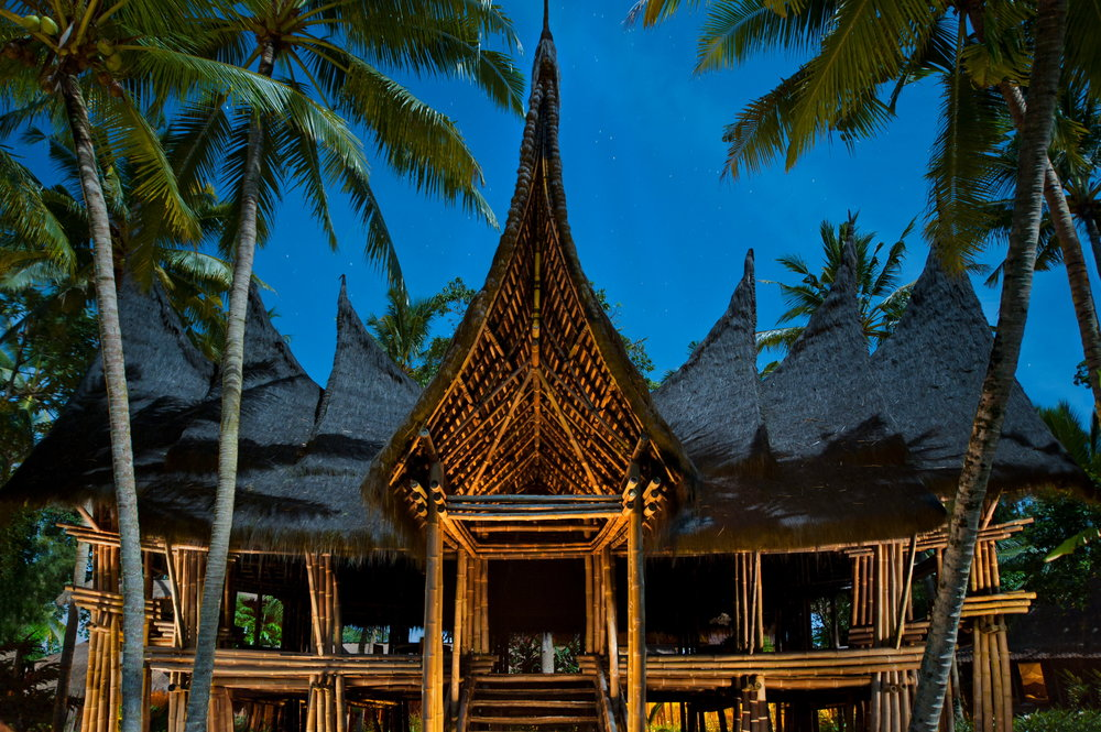Bambu-Indah-Minang-House-at-night-Djuna-Ivereigh1.jpg
