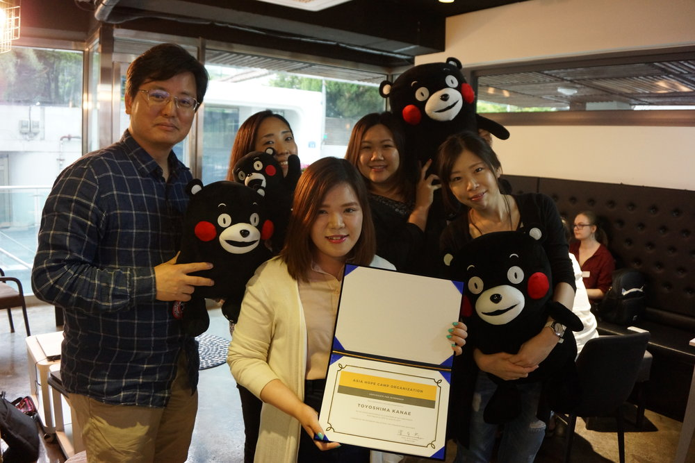 Director Cho awarding a certification to one of our interns