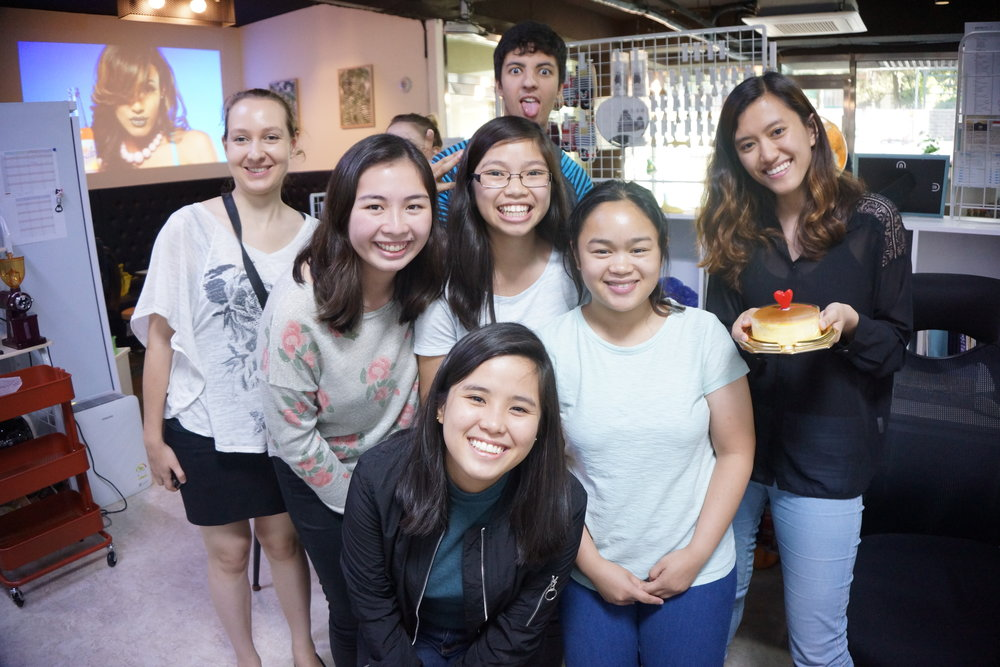Actividades de Acopia Café: - -Programa de prácticas-Free Talking café-Eventos culturales-Intercambios de idiomas-Productos de Kumamon-Bebidas (Comercio Justo)