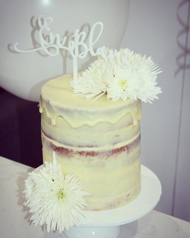 Cake for Diner En Blanc themed party 🥂 Double Barrel Vanilla Bean Buttercake filled with Salted Caramel Buttercream & Salted Caramel Sauce, Semi-Naked White Chocolate Ganache Coating & White Chocolate Drip #createrycakery #customcakes #sydney - cake topper from @communicakeit