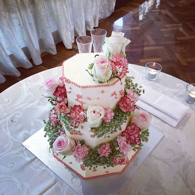 Today's Wedding Cake for Laura & Mike 🤗 Beautiful octagon shaped number with lots of florals and pink piping 👌