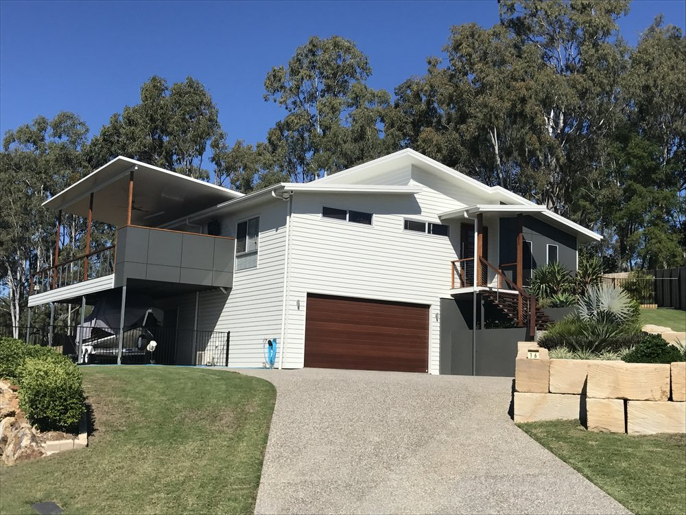 4 Bedroom contemporary style with great views and access to natural light and ventilation.
