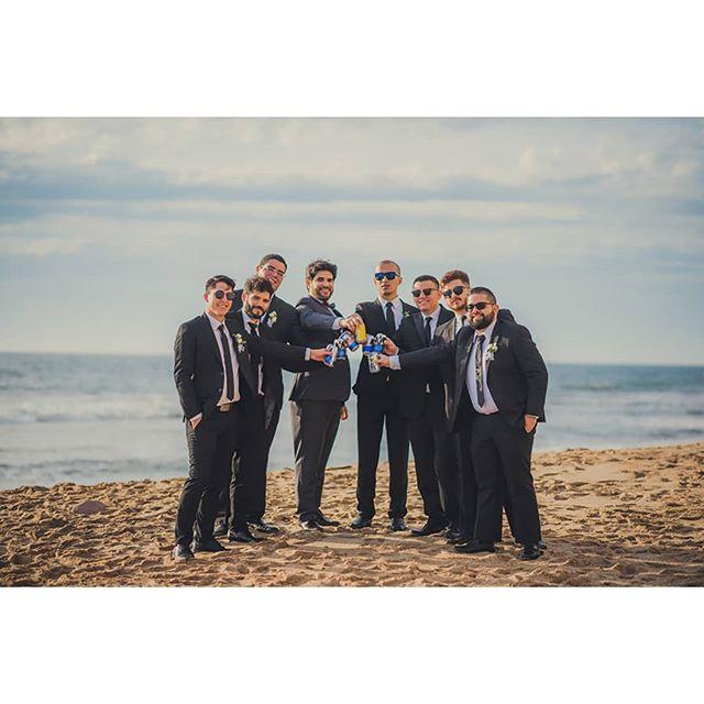Todo hombre necesita a su equipo el día de su boda! 💪 #team #Groomsmen #wedding #realwedding #love #mazatlan #mexicowedding