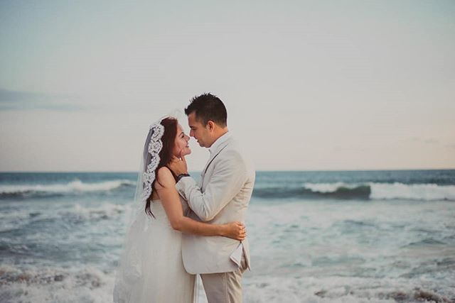 Sígueme en Instagram www.instagram.com/carlossarabiaphoto  Visita mi pagina www.carlossarabiafotografo.com  #wedding#mazatlan #bride  #mazatlanwedding#boda#bodaenmazatlan#weddingphotographer#fotografodebodas#love#mazatlanwedding  #mazatlanweddingphotographer  #yourockphotographers#fotografomazatlan  #lookslikefilm#igpwp#junebugwedding#mexicowedding#weddngdress#weddigideas#weddigphotography #weddings  #weddinginspo