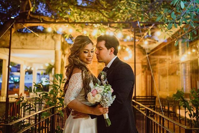 Luces A&D  Sígueme en Instagram www.instagram.com/carlossarabiaphoto  Visita mi pagina www.carlossarabiafotografo.com  #wedding#mazatlan #bride  #mazatlanwedding#boda#bodaenmazatlan#weddingphotographer#fotografodebodas#love#mazatlanwedding  #mazatlanweddingphotographer  #yourockphotographers#fotografomazatlan  #lookslikefilm#igpwp#junebugwedding#mexicowedding#weddngdress#weddigideas#weddigphotography #weddings  #weddinginspo