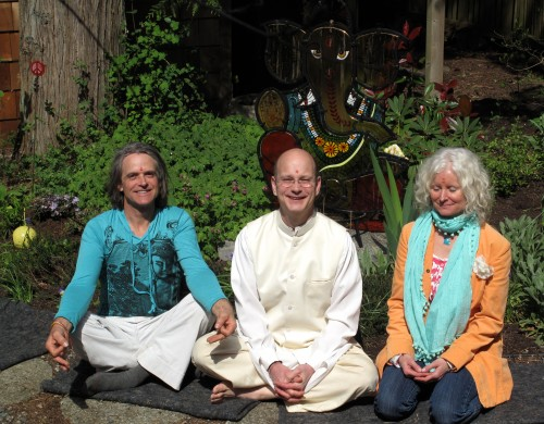 Pandit Tejomaya and my metalworker and partner Ode Howard and me in the temple garden after the puja ceremony.