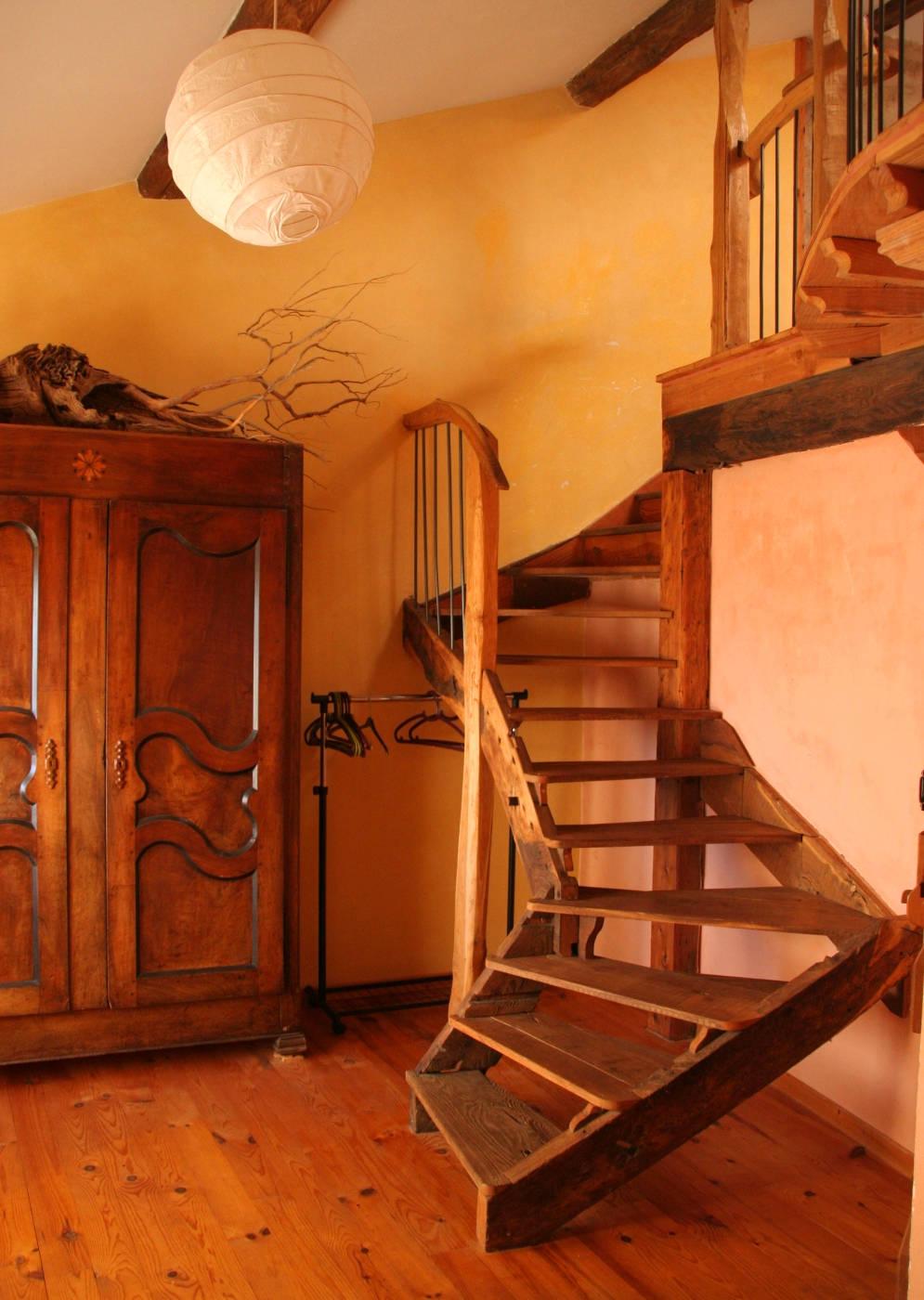 cecile_escalier_compress.jpg