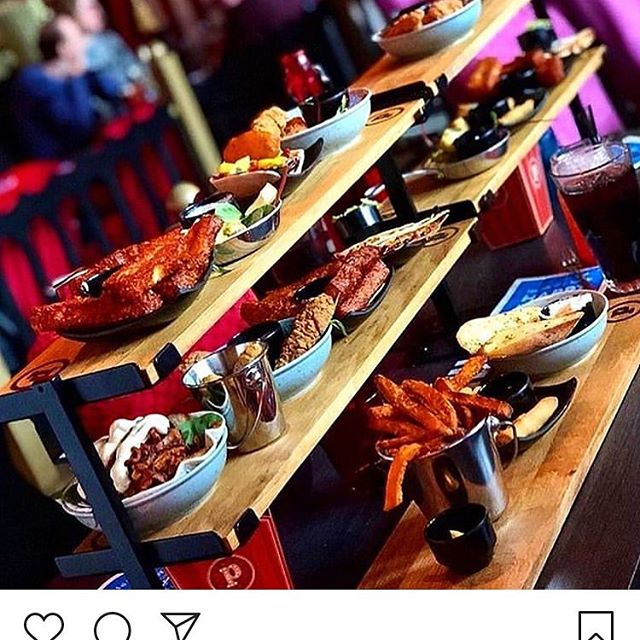 Mad i flere etager 😵  Nogen gange skal man bare smage det hele ❤️😁Du kender sikkert en, der bestiller hele menukortet? 🤔🤗#masserafmad #småretter #pinchonationdk
