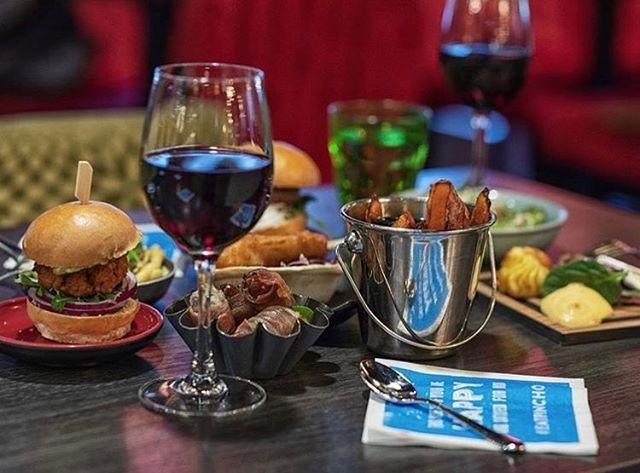 En helt almindelig onsdag aften 😍 Hvem er din dinner-date? 🤗😘 #pinchonationdk #onsdagaften #hyggeikøbenhavn